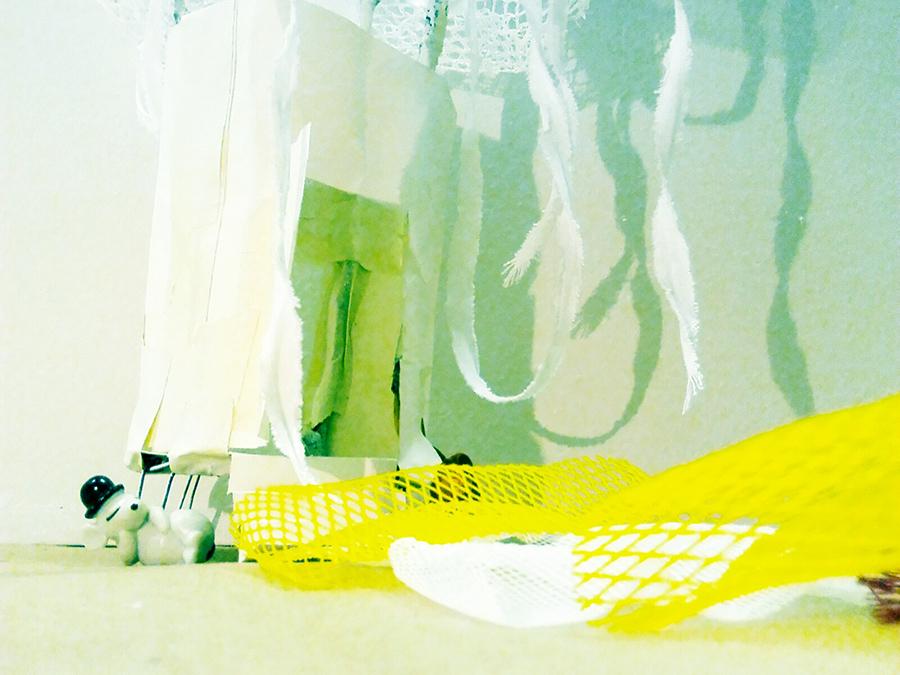Unikudelmista löytyy monenlaisia kirjaimellisia kudelmia, joiden tekemisessä ja tarpeiston hankkimisessa Tiina Paaso on mukana. Kuvassa Heidi Kestin visuaalista suunnitelmaa kudelmista.