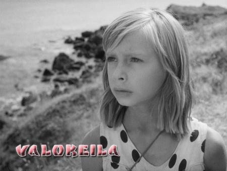 valokeila_tyttö_ja_kaiku